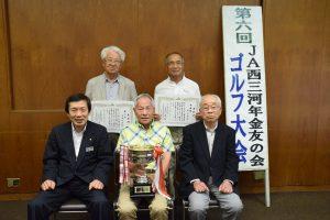 優勝者の松崎さん(前列中央)ら