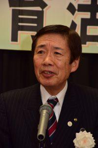 主催者あいさつに立つ名倉組合長