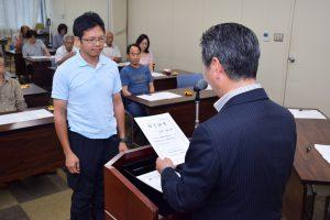 農業塾に入講した7期生と市川徹男講師(前列中央)、助手ら
